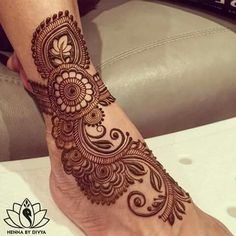 Find the best Mehndi/Henna Tattoo designs for legs. So go ahead make your legs pretty with intricacy. Legs Mehndi Design, Mehndi Designs Feet, Mehndi Designs Book, Mehndi Design Photos, Wedding Mehndi Designs, Simple Mehndi Designs, Henna Tattoo Designs, Heena Design, Mehndi Images