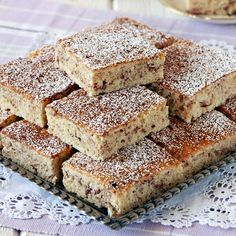 Äppelrutor med kanel -Saftiga mjuka rutor som bakas i långpanna. No Bake Desserts, Dessert Recipes, Bun Recipe, Swedish Recipes, Afternoon Snacks, Love Cake, No Bake Cookies, Baked Goods, Cookie Recipes
