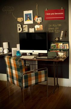 I _like_ the idea of a blackboard wall behind my desk... but would I really use it? Hmmm...