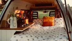 How a Newlywed Couple Transformed a Van into a Tiny Home, So Their Honeymoon Never Ends - van life Minivan Camper Conversion, Car Camper, Mini Camper, Camper Life, Camper Van, Bus Life, Truck Bed Camping, Cosy Camping, Minivan Camping