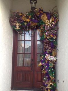Mardi Gras Decorations - OK.a LOT.but excess is what Mardi Gras is about! Mardi Gras Food, Mardi Gras Carnival, Mardi Gras Party, Mardi Gras Wreath, Mardi Gras Beads, Mardi Gras Decorations, Outdoor Decorations, Holiday Decorations, Holiday Ideas