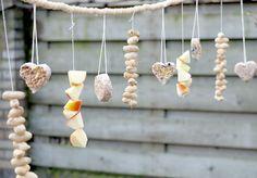 jpg Source by Mijke Homemade Bird Feeders, Diy Bird Feeder, Outdoor Christmas, Winter Christmas, Diy For Kids, Crafts For Kids, Autumn Activities For Kids, Diy Accessoires, Bird Party