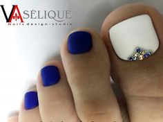 46 super Ideas for white pedicure toenails glitter pretty toes Blue Toe Nails, Pretty Toe Nails, Feet Nails, Pretty Toes, Fancy Nails, Love Nails, How To Do Nails, My Nails, Blue Toes