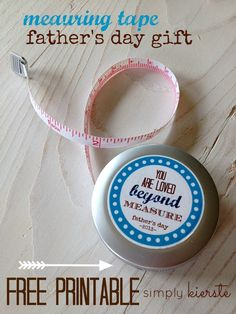 Super cute & EASY measuring tape Father's Day gift.  FREE printable included!!  | simplykierste.com