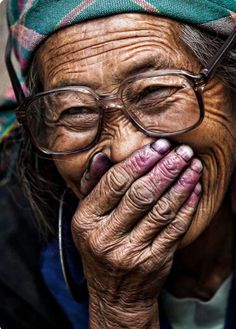 http://alphabetlifestyle.com/2015/09/29/10-great-smiles-from-around-the-world/