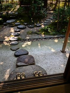 Would love to have these Stepping Stones, they're so lovely. Sure, I'd fall down on these, but it would be so pretty while I was waiting for the ambulance. ~~ Houston Foodlovers