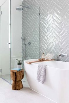 40 Minimalist Modern Bathroom Designs - Bathrooms are not just bathrooms anymore and some principles of modern bathroom need to be incorporated in designing a bathroom space using modern des. Minimalist Bathroom Design, Minimalist Home Interior, Modern Bathroom Design, Bathroom Designs, Quirky Home Decor, Home Decor Store, Fall Home Decor, Cheap Rustic Decor, Cheap Home Decor