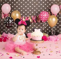 Cake Smash, Minnie Mouse Cake Smash, Minnie Cake Smash, Pink black and gold, Pink and gold Cake Smash, Minnie Mouse First Birthday, Minnie Mouse Photo, Girl Cake Smash, Brandie Narola Photography