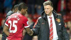 Luis Antonio Valencia sale en defensa de Louis Van Gaal, DT del Manchester United