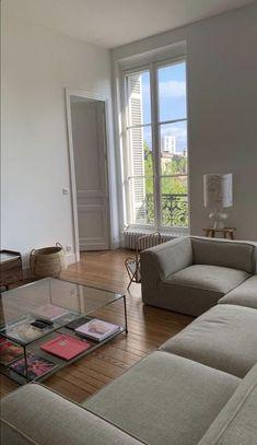 Apartment Interior, Apartment Living, Minimal Apartment, Dream Apartment, Aesthetic Room Decor, Living Room Decor, Living Room Interior, Cozy Living Rooms, Living Room On A Budget