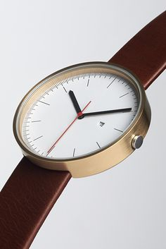 The English brand Uniform Wares produce watches with minimalist lines and a clear Bauhaus (the German design school, not the band) influence.
