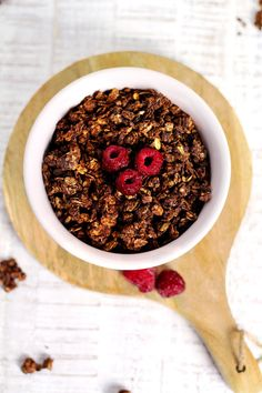 DIY skinny chocolate granola #chocolate #skinny #skinnygranola #chocolategranola #healthy #breakfast #healtyhliving #foodblogger