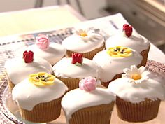 Nigella Lawson's easy recipe for cupcakes is fantasticc!