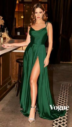 Stunning Prom Dresses, Pretty Prom Dresses, Hoco Dresses, Gala Dresses, Satin Dresses, Cute Dresses, Beautiful Dresses, Gowns, Green Satin Dress