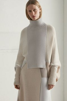 classy knitwear Beauty Tips, Turtle Neck, Knitting, Sweaters, How To Wear, Knitted Fabric, Fashion, Ready To Wear, Moda