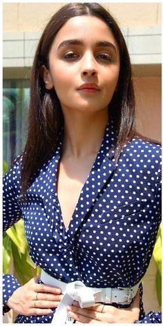 Appko toh chahiye hi hai gussa karu n sab kharab ho. Already acha nai hai kya hua Han apko Hindi Actress, Bollywood Actress, Young Actresses, Indian Actresses, Stylish Girl Pic New, Aalia Bhatt, Alia Bhatt Cute, Alia And Varun, Beautiful S