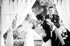 wedding photography - luna photo - real wedding - jen & dan - bride & groom - ceremony - first kiss