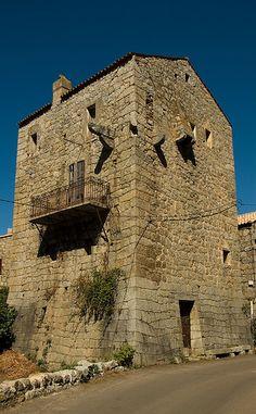 Tour des Durazzo (1548)..Fozzano (Corse-du-sud)