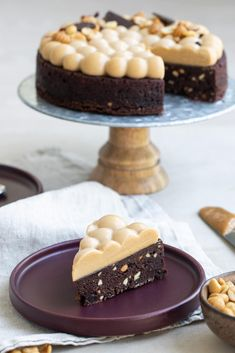Brownie med kola- och jordnötspannacotta | Brinken bakar Brownies, Peanut Butter, Cheesecake, Sweets, Desserts, Food, Cheesecake Cake, Sweet Pastries, Postres