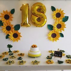 Paper Flowers: 50 Inspirations and Steps to Use in Flower Decoration - birthday - Planejamento de Eventos Sunflower Birthday Parties, Sunflower Party, Sunflower Baby Showers, Yellow Birthday, 18th Birthday Party, Birthday Party Decorations, Paper Flowers, First Birthdays, Party Time