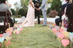 Une déco à réaliser soit même pour apporter une touche fraîche et romantique à sa cérémonie !!
