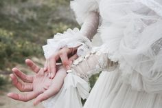 It's time for a white wedding Winnie Foster, Queen Aesthetic, Aesthetic Themes, Tuck Everlasting, Images Esthétiques, Queen Elsa, White Queen, Romanticism, Grunge Hair