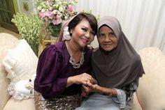 Gambar pertunangan Raja Azmi dan Mohd Eddie Ghazali