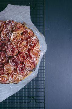 Recette de la tarte bouquet de roses aux pommes, et compotes pommes amandes. Réalisation et photo Vanessa Pouzet