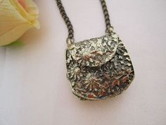 antique lockets - Google Search Antique Locket, Antique Jewelry, India Jewelry, Heart Shapes, Jewelry Accessories, Pendant Necklace, Lockets, Purses, Antiques