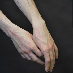 Hand Drawing Reference, Body Reference, Anatomy Reference, Photo Reference, Drawing Tips, Pretty Hands, Beautiful Hands, Hand Veins, Hand Pose