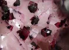 Dolomite (Var: Cobaltoan Dolomite), Spherocobaltite