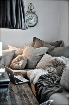 Look Over This Stunning First Apartment Decorating Ideas on A Budget cooarchitecture.c… The post Stunning First Apartment Decorating Ideas on A Budget cooarchitecture.c…… appeared first o . My Living Room, Living Room Decor, Home And Living, Cozy Living, Dining Room, Modern Living, Living Area, Living Spaces, Salons Cosy