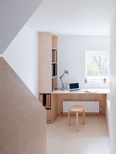 Islington Maisonette von Larissa Johnston Architects in Lond.- Islington Maisonette von Larissa Johnston Architects in London Islington Maisonette von Larissa Johnston Architects in London - Plywood Desk, Plywood Kitchen, Plywood Furniture, Plywood Interior, Plywood House, Plywood Shelves, Desk Shelves, Cheap Furniture, Painted Furniture