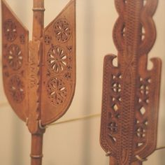 Close-up of beautiful Romanian carved wood distaffs from the @hornimanmuseumgardens exhibition 'Revisiting Romania'. These two originate from southern Transylvania. Distaffs would often have the year of their making as well as the name of the 'owner' engraved into them - can you see the name 'Anuța' carved on the left one? #folkwearsociety #heritage #Romania #folk #livefolk #Transylvania #distaffs #spinning