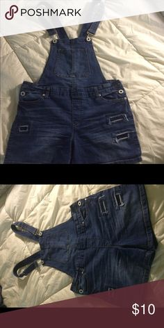 Short jean overall Shorts overall jean!! I'm Sz 9 fit perfect Jeans Overalls