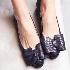 I love this shoe side !!!! W www.chikoshoes.com #Bodenbelag #chikoshoes Women's Shoes, Loafer Shoes, Cute Shoes, Me Too Shoes, Shoe Boots, Black Shoes, Block Heel Loafers, Heeled Loafers, Oxfords