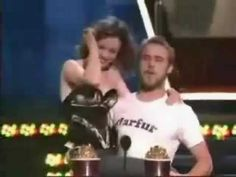 Dear Kristen Stewart & Robert Pattinson, THIS is how you accept a 'best kiss award'!The Notebook -*MTV Best Kiss Award*-