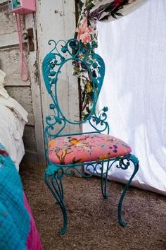 Trash-to-Treasure Projects From the Junk Gypsies Funky Furniture, Furniture Makeover, Painted Furniture, Chair Makeover, Deco Turquoise, Gypsy Room, Junk Gypsy Bedroom, Deco Boheme, Trash To Treasure