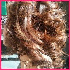Colore multisfaccettato.#modacapellirosa #potenza #cdj #degradejoelle #tagliopuntearia #degradé #welovecdj #igers #naturalshades #hair #hairstyle #haircolour #haircut #fashion #longhair #style #hairfashion
