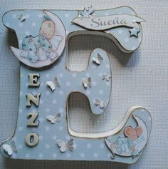 Letras Wood Letter Crafts, Diy Letters, Wood Letters, Decoupage, Stylish Alphabets, Kids Birthday Cards, Letter Door Hangers, Baby Memories, Wooden Art