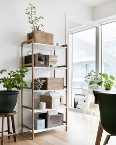 Bambuinen BROBY hylly sopii moneen tilaan. Lisää blogissa.