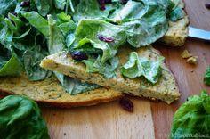 KNUSPERKABINETT: Farinata di Ceci mit frischem Bärlauch und Cranberry-Spinat-Salat an einem leichten Erdnussdressing