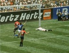 Italy 4 Mexico 1 in 1970 in Toluca. Luigi Riva scored in the goal for Italy on 76 minutes in the World Cup Quarter Final. 1970 World Cup, World Cup Final, Types Of Photography, Football Soccer, Luigi, Finals, Nostalgia, Mexico, In This Moment