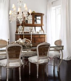 BEAUTIFUL DINING ROOM | How amazing is this dining room decor | http://www.bocadolobo.com/en/index.php | #diningroom #diningroomdecor