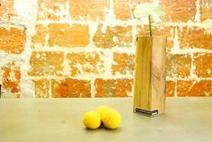 Vase soliflore en bois taillé dans une ancienne poutre en chêne Vases, Artisanal, Etsy, Home Decor, Little Gifts, Woodwind Instrument, Decoration Home, Room Decor, Home Interior Design