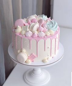 Homemade Funfetti cake recipe made from scratch is very easy to bake. Perfect for birthday parties, holidays or just because Beautiful Birthday Cakes, Beautiful Cakes, Amazing Cakes, Funfetti Kuchen, Funfetti Cake, Birthday Cake Decorating, Cake Decorating Tips, Macaron Cake, Cupcake Cakes