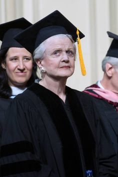 2010 Angela Lansbury, receiving honorary doctor of musical arts degree in attendance for Manhattan School of Music 2010 commencement. Old Hollywood Movies, Hollywood Stars, Classic Hollywood, Classic Actresses, Actors & Actresses, Angela Lansbury, Broadway Plays, Miss Marple, Judi Dench