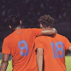 Velázquez y Strahman abrazo en nombre del gol. Con sus goles...  Velázquez y Strahman abrazo en nombre del gol. Con sus goles #Talleres le ganó 2-1 a Villa Dálmine.
