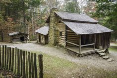 The preserved homestead of the Elijah Oliver Place in Cades Cove, Great Smoky Mountains National Park, Tennessee. Old Cabins, Log Cabin Homes, Cabins And Cottages, Cabana, Wildlife Week, Tennessee Smokies, Gatlinburg Tennessee, Smoky Mountain National Park, Smokey Mountain