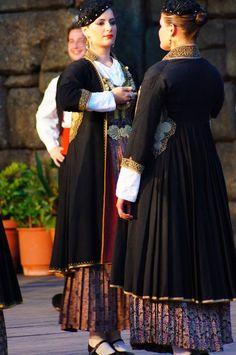 Traditional Greek costumes from Veria, Macedonia, Greece Greek Traditional Dress, Traditional Outfits, Ancient Greek Costumes, Greek Dancing, Marriage Dress, Folk Dance, Macedonia Greece, Macedonia Skopje, Folk Costume